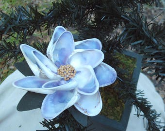 Seashell Flower Ornament that clips on the branches. Also several uses.
