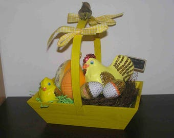 Easter: Wooden basket with eggs and chicken/chick sequins