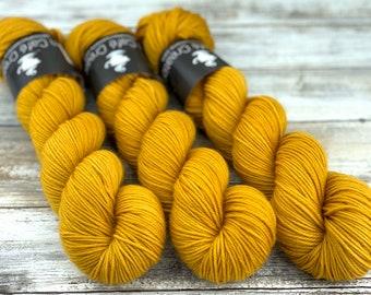 DK Weight   100% SW Merino Wool   Butterbeer   Hand Dyed Yarn   Superwash wool