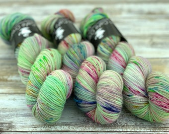 Worsted Weight | Doxy | Hand Dyed Yarn | Superwash wool