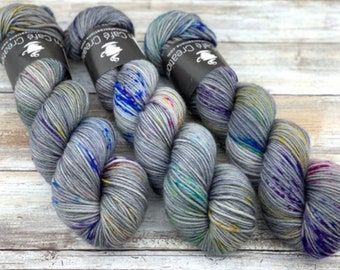 Worsted Weight | Thestrals | Hand Dyed Yarn | Superwash wool