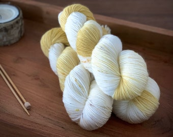 Timeless Gold | Hand-Dyed Yarn | Merino Wool