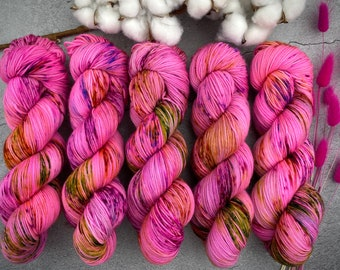 Borgia Gold Stellina   Strawberry Shortcake   Hand Dyed Yarn   Superwash wool   4-ply