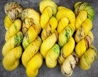 Polwarth Fingering Weight   100% Superwash Polwarth Wool   Full Moon    Classic Halloween Collection   Hand Dyed Yarn