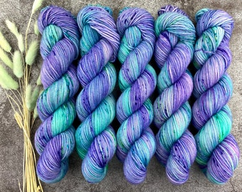 Polwarth Fingering Weight   Twitchy Tail   Pinkie Pie Collection   Hand Dyed Yarn   Superwash Polwarth