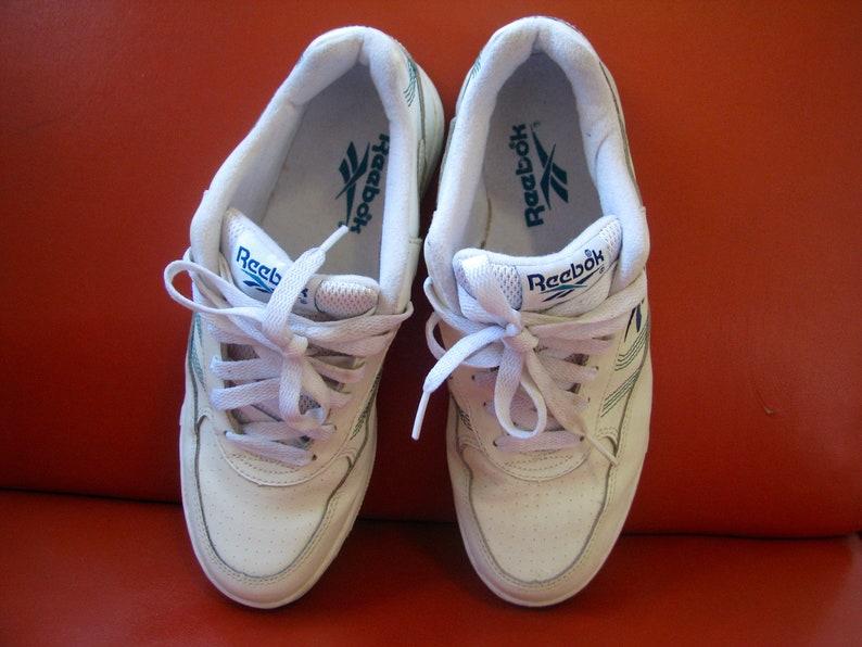 22fc9ed5c76fd Vintage 1990s 1980s REEBOK classic white leather 7.5 walking shoe sneaker  casual running shoe - white reeboks athletic kicks joggers running