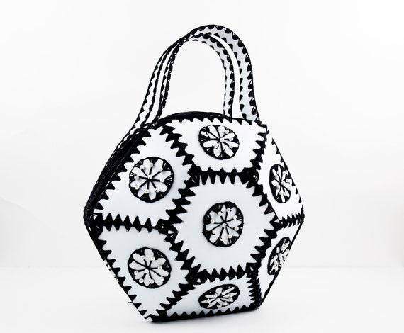 Vintage Geometric Black & White Boxy Pearl Top Han