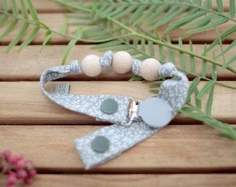Chupetero-Wooden Baby Teether   Greenish Grey & Leaves