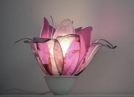 Lampadario Rosa Dei Venti : Lampadario con luci particolari decorati a foglia idfdesign