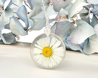 Real daisy necklace, Pressed daisy in resin pendant, Nature jewellery, Mother's Day gift,Transparent necklace with real flower,Pressed daisy