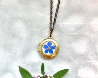 Tiny photo locket with real Forget Me Not flowers, Tiny locket box for photo, Dried flowers locket, Little photo necklace, Gift for daughter