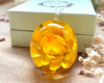 Bright yellow flower in resin globe, Dried flower necklace, Ball necklace with big flower, Large ball necklace, Floral sphere from resin