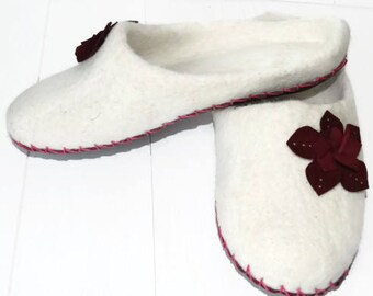 White Slippers Woman Slippers Felted Slippers Woolen Slippers Warm Slippers Winter Slippers Flowers Slippers Floral Slippers Cozy Home Shoes