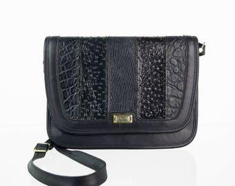 a22f1614ea000 Dunkelblaue Vintage Handtasche im Patchwork-Look