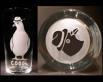 PIGEON PINT GLASS. Sandblasted Pigeon With Fedora Hat. Pigeon Gift. Pigeon Lover's Gift. Can Be Personalised. Bird Lovers Gift. Pigeon Glass