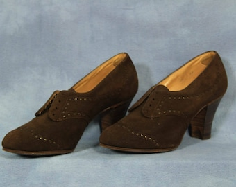 Vintage 50s 60s Brown Suede Shoes // Booties Ankle Boots High Heels Oxford Shoe // Vintage size 5.5 or 6?