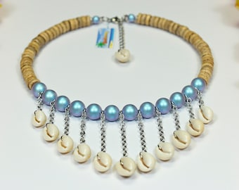 "Sky blue ""V"" shells from Tahiti and iridescent beads bib necklace"