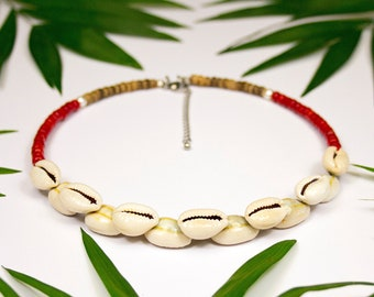 Neck ras in Tahitian seashells and red coral. Coral and curies necklace. Choker necklace in Polynesian seashells and coral.