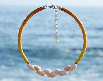Neck collar in Tahitian seashells and vinyl washers. Surfer's collar. Heishi necklace and seashells. Jewelry heishi