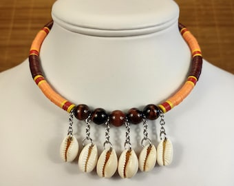Short necklace in Taurus Eye and Polynesian seashells, thin stone neck shaves and shells, multicolored ethnic necklace
