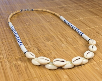 Half-long seashell, Polynesian seashells. Collar heishis cauris, bretagne jewelry. Striped necklace. Jewelry heishis seashells