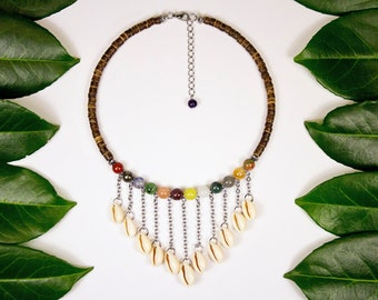 V-neck, Polynesian shells and various fine stones. Ras of neck multicolored fine stones and cauris. Trending ethnic jewelry