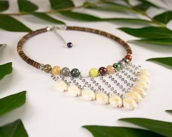 V-neck, French Polynesia shells and assorted fine stones, Choker in multicoloured fine stone and cowry, summer jewellery