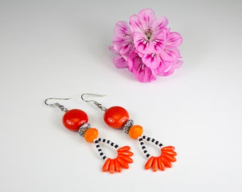 Orange earrings with black and white stripes. Orange jewel. Original earrings. Orange Camaïeu. Tangerine