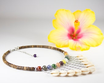 V-shaped necklace, Polynesian shells and various fine stones. Low neck multicolored fine stones and curries. Colorful ethnic jewelry.