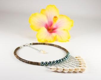 """""""V"""" Tahitian shell necklace"""