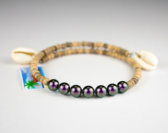 Purple iridescent bead strap, light wood and seashells. Trendy bracelet with curd charms. Jewel care to be layered.