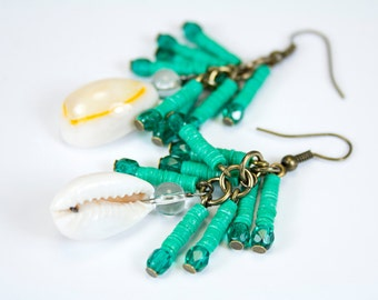Ethnic earrings with shells, pearl pompom and green vinyl. Green jewelry in curds. Jewelry trend shells/heishis