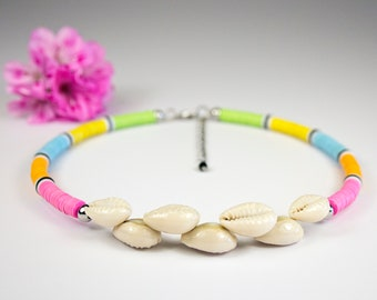 Multicolored neck necklace adorned with Polynesian seashells. Curd and Bakelite necklace. Heishi ethnic neck ras. heishi jewelry
