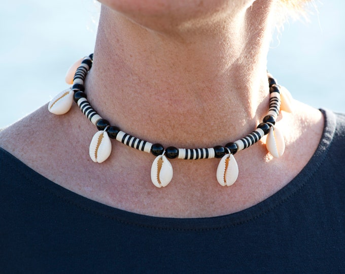 Featured listing image: Black and white striped neck ras with seashells, heishi cauris jewelry, two-tone short necklace with stripes and shells, trendy neck shaves