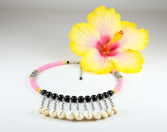 Pink neck collar in vinyl and Tahitian seashells. Pink heishis jewelry and seashells. Neck shave in seashells. Tahiti Pink Jewel