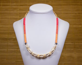 Mid-length necklace in Polynesian and African Bakelite shells. Colorful ethnic necklace. Jewelry heishi couris. Collar heishi your coral