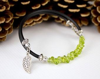 Black cord peridot chips bracelet. Jewelry in Peridot. Trending bracelet in Peridot. Fine green stone jewelry. Fine stone bracelet