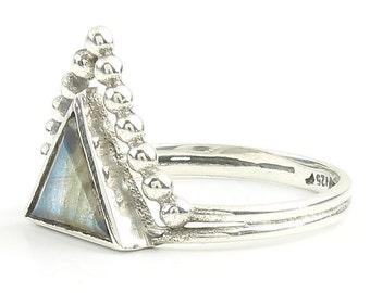 Labradorite Magic Ring, Sterling Silver Labradorite Ring, Triangle labradorite, geometric Stone Jewelry, Gemstone, Crystals, Boho, Minimal