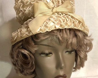 0de0d190a25 Beautiful Vintage Women s Straw Raffia Cream Bucket Hat with  Bow-1950 s-PERFECT EASTER HAT!