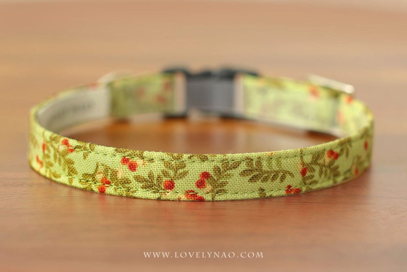 Christmas Cat Collar  Winter Berry Green / Holiday Cat image 0