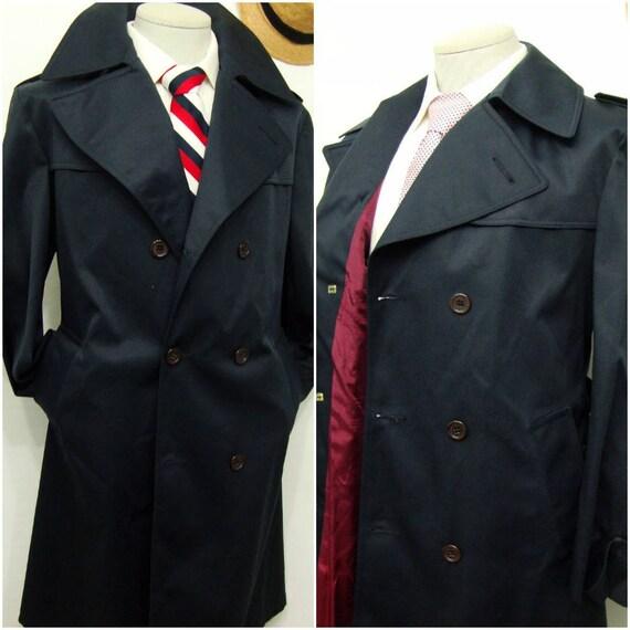 Ein von einer Art Vintage Herren Mac Mor Mantel Marine blau Trenchcoat lange Vintage über Mantel Gürtel Größe 40 Medium M authentische Mantel