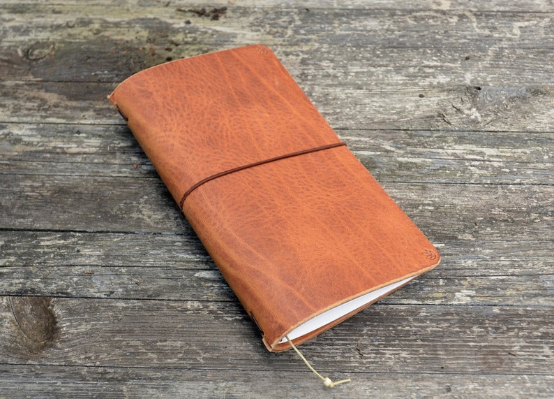 SALE RG Traveler's notebook cognac with leaf  midori image 0