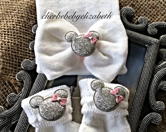 Bling mouse sock/hat set, Newborn baby girl white hospital hat w/ matching bow & socks adorned silver mouse w/ pink bow, shower gift