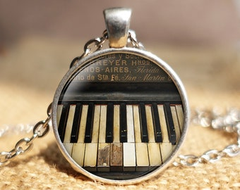 Highly Detailed Shell Insert Musical Piano Keyboard Pendant Keychain