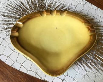 Vintage yellow and brown saddle shaped Hull pottery ashtray marked 408 USA
