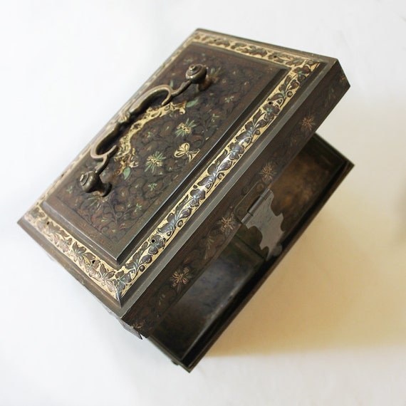 Rare Heritage Brass Jewellery Box Handcrafted From Bell Metal Fashion Accessory Mughal Design Home Decor L 18 cm x W 15 cm x H 26 cm
