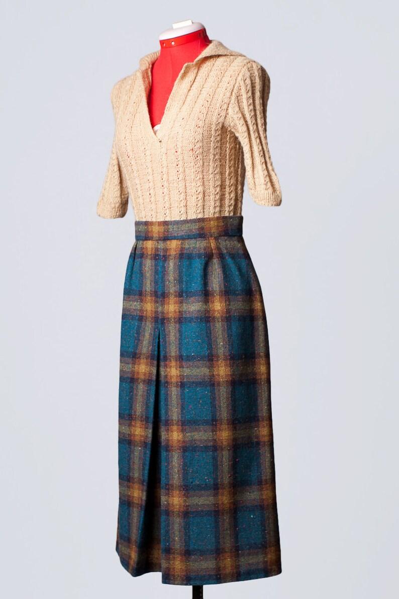 Medium vintage 1970s beige and blue plaid wool skirt