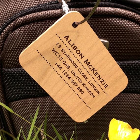 Personnalisé Gravé en bois Luggage Tag Bracelet en Cuir Cadeau aventure nous attend
