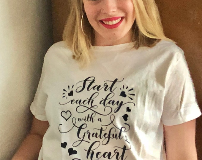 "Women's T-shirt ""Start Each Day With A Grateful Heart"""