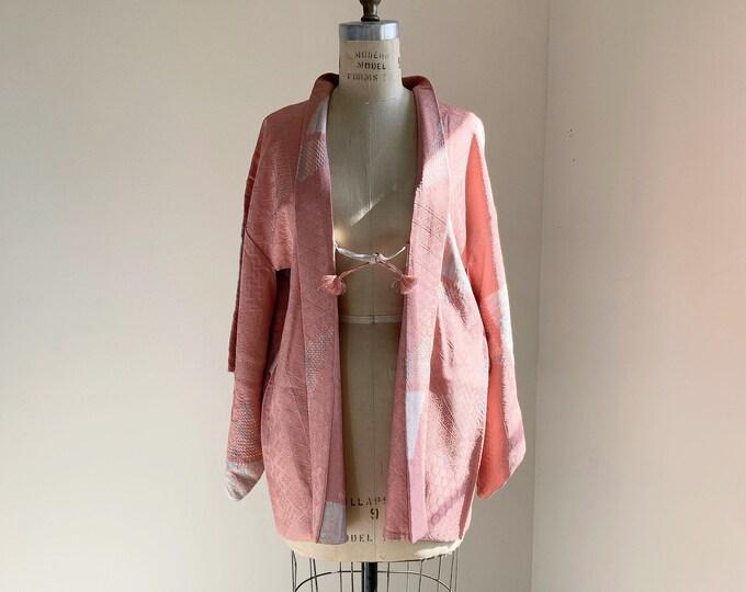 Vintage silk kimono | 1950s kimono | Japanese kimono | Haori | Pink | Tie-dye shibori